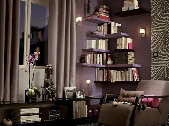 Habituellement, les bibliothèques nous servent à ranger nos livres mais quand on a l'âme d'une décoratrice on voit les choses en grand et on innove pour faire de sa bibliothèque une pièce maîtresse ! Une bibliothèque comme tête de lit, dans l'escalier ou sur une mezzanine, découvrez toutes nos idées studieuses !