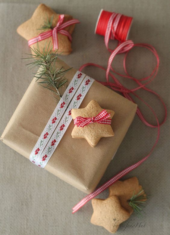 Gingerbread cookies and packaging from Cafe noHut