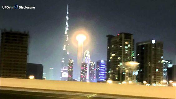 UFO Strange Light Over Dubai, Feb 25, 2015