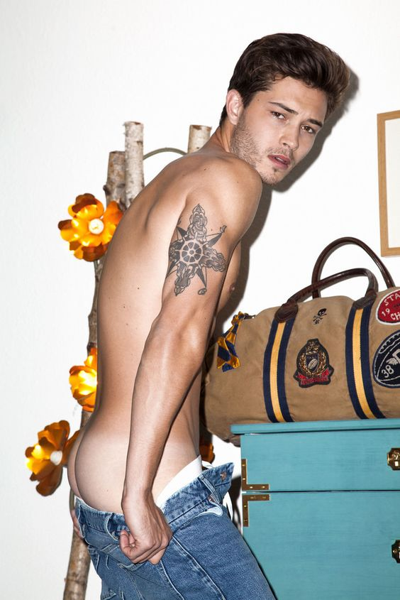 Therence Garnet aka Francisco Lachowski 03891d8c00dc1c828432f4121d01386a