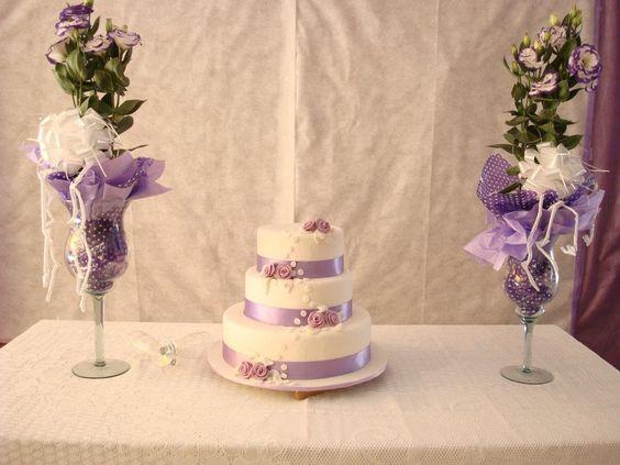 Bolo com fitas lilas, bolo lilas e branco, bolo de casamento
