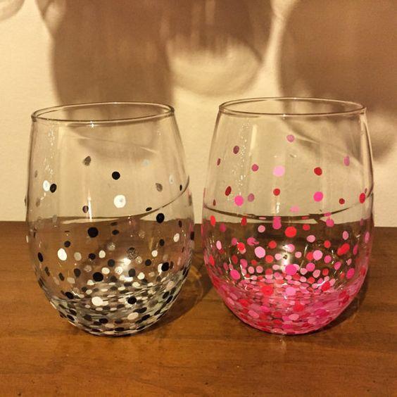 Polka Dot Stemless copas de vino por WineTimeWithAlicia en Etsy