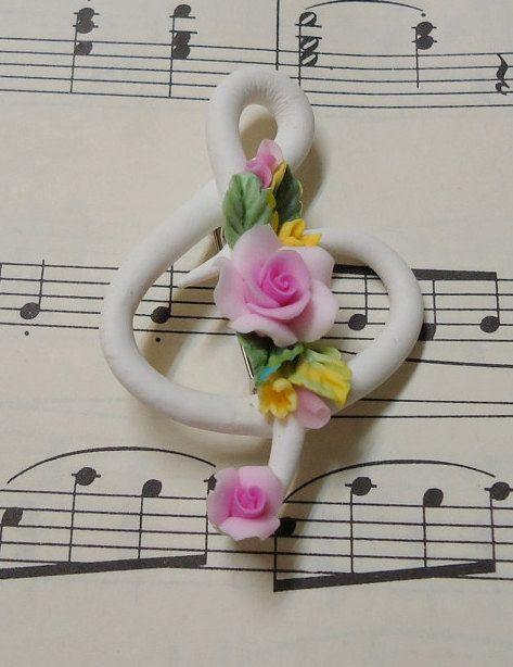 Dige de nota musical decorada con flores en arcilla polimérica / polymer clay