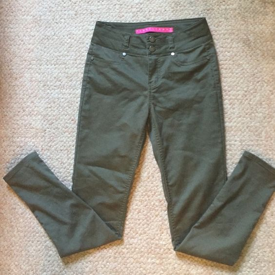 Highwaisted pants Olive green highwaisted pants. Perfect condition,  never worn!  Comfy and perfect with a crop top Pants
