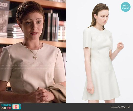 April's white leather dress on Chasing Life.  Outfit Details: http://wornontv.net/50855/ #ChasingLife