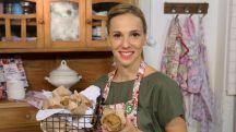 Virginia Sar es pastelera, bloguera y estilista de cocina. En esta serie conocemos el proceso creativo que utiliza en las recetas de su famoso blog Divino...