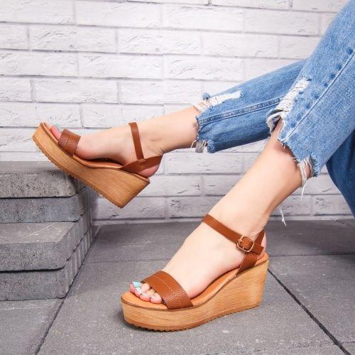 Adaugă Pin Pe Sandale Cu Platforma Dama
