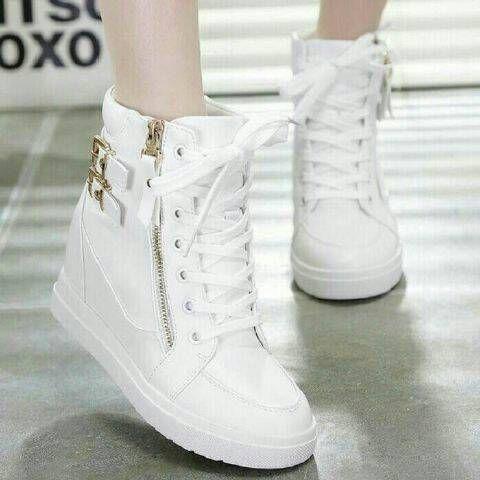 Sepatu Boot Sleting Gesper Putih Sepatu Wanita Sepatu Sepatu