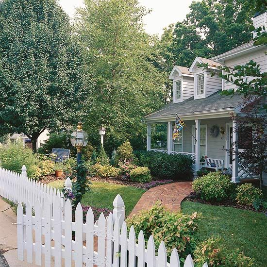 The elements of great landscape design picket fences for Great front yard landscaping ideas