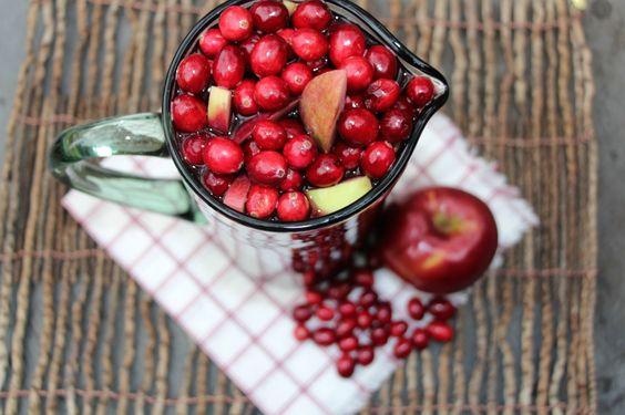 Holiday Sangria (Apple Cider Sangria).