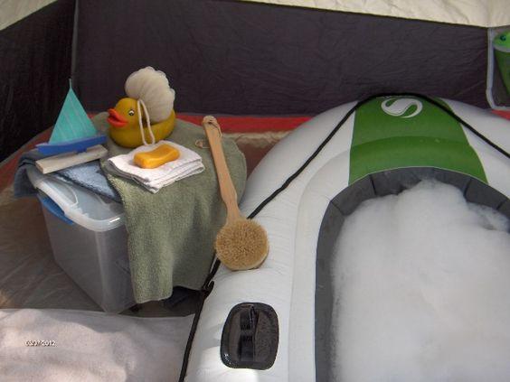 faire un bain pendant ton camping un bateau gonflable qui se transforme en baignoire car. Black Bedroom Furniture Sets. Home Design Ideas
