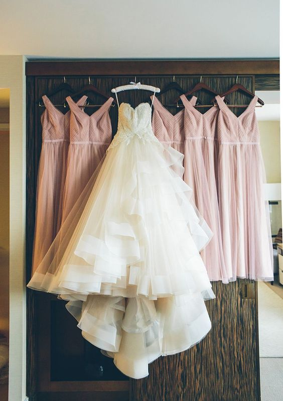 Stunning Monique Lhuillier wedding dress and her bridesmaids' dresses: Photographer: Cynthia Chung Photography - cynthiachungweddings.com Read More on SMP: http://www.stylemepretty.com/2017/03/29/tying-the-knot-in-a-city-they-fell-head-over-heels-for/: