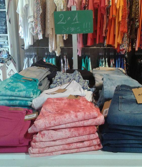 2x1 en  jeans #agarratecatalina. Aproximadamente los jeans estan a 550p  Santa fe 3134