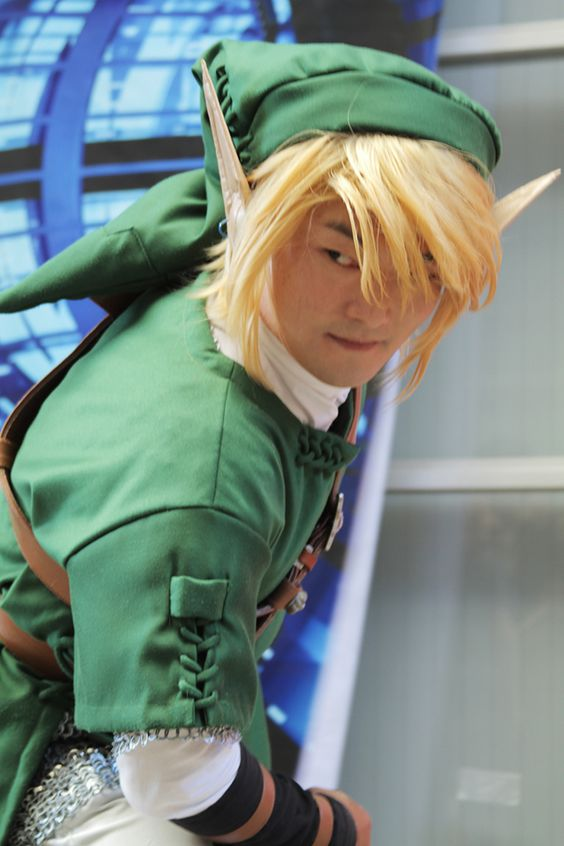 Asian Link cosplayer