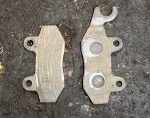 Cara Mengganti Kampas Rem Sepeda Motor    Cara Mengganti Kampas Rem- Sebagian besar sistem pengereman pada sepeda motor saat ini sudah menggunakan rem cakram/disk brake. Sistem rem cakram memanfaatkan gaya hidrolis untuk menggerakan brake pad/ kampas rem. Nah, apabila brake pad sudah aus maka secara otomatis gaya pengereman akan...  Sumber : http://www.kioopo.com/cara-mengganti-kampas-rem-sepeda-motor-5483?utm_source=PN&utm_medium=pinterest&utm_campaign=SNAP%2Bfrom%