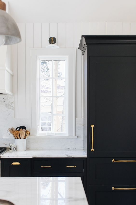 Black kitchen paint color Onyx by Benjamin Moore with white trim and white shiplap painted in Simply White by Benjamin Moore Black kitchen Onyx by Benjamin Moore Onyx by Benjamin Moore #OnyxbyBenjaminMoore #kitchen #BenjaminMoore
