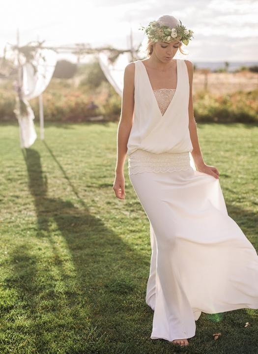 Vestidos de novia. Vestido en crepe de viscosa mate, con cuerpo de tul bordado y cuerpo drapeado a cadera. Foto: Volvoreta bodas para Oh que luna.