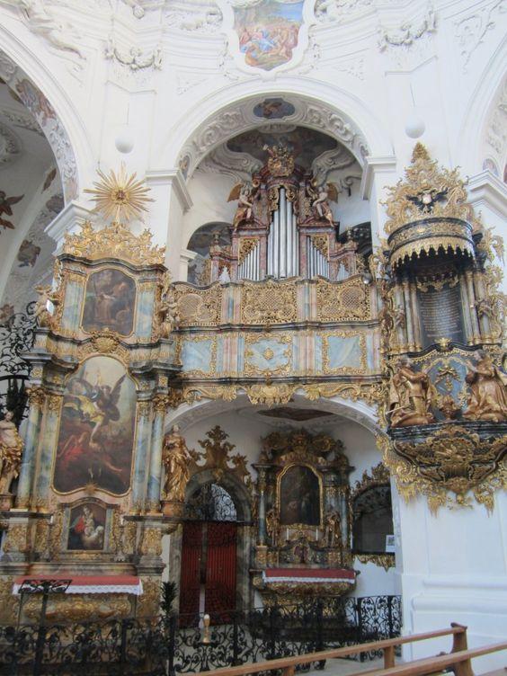 Muri, Lettnerorgel und Kanzel der Klosterkirche, Orgel erbaut 1743 durch Joseph und Viktor Ferdinand Bossart (11.08.2012)