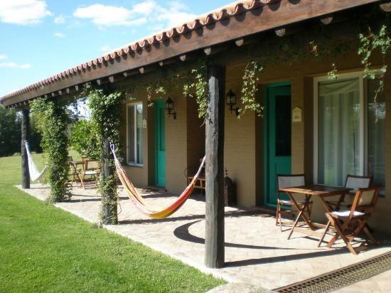 ¿Una casa en el pueblo?... Sííííí cualquier lugar es perfecto para poner una bella hamaca o silla colgante y disfrutar a lo máximo... Visítanos en www.brasilchic.net