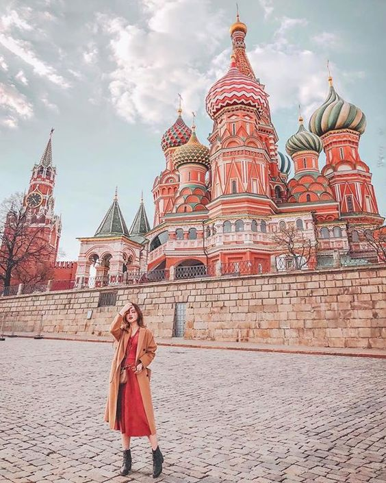 #iamtb .  @brandywonderland ..  Россия / Russia / Rusia .   I have found 100 kinds of angles to capture this beauty. I couldnt stop screaming when I stepped into the Red Square.  我找了100種角度想去捕捉它的美 踏進紅場那刻止不住心裡的尖叫聲 .  He encontrado 100 ángulos diferentes para captar su belleza. No pude dejar de gritar cuando entré en la Plaza Roja. . #moscow #russia #russia_pics #travelholic #travelgram #stbasilscathedral #stbasil #stbasilcathedral #rusia #moscu #москва #россия #Travel