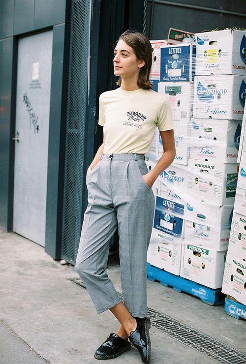 Camiseta e calça alfaiataria: