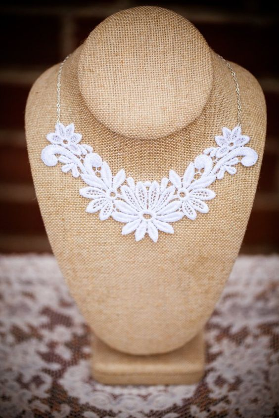 floral lace wedding necklace | http://emmalinebride.com/vintage/floral-lace-wedding/