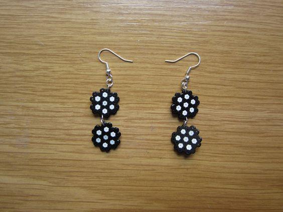 sandylandya@outlook.es  Pendientes flores dobles hama beads by Ursula