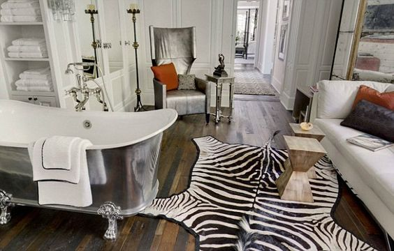 Famous folk at home: A look at Gwyneth Paltrows newest home in Brentwood, Los Angeles: Bath Room, Gwyneth Paltrow, Crazy Bathroom, Paltrow S Bathroom, Escapist Bathrooms, Beautiful Bathrooms, Bathrooms Home Spa