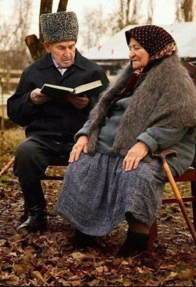 A husband reading to his wife - in the park - via Copy Paste