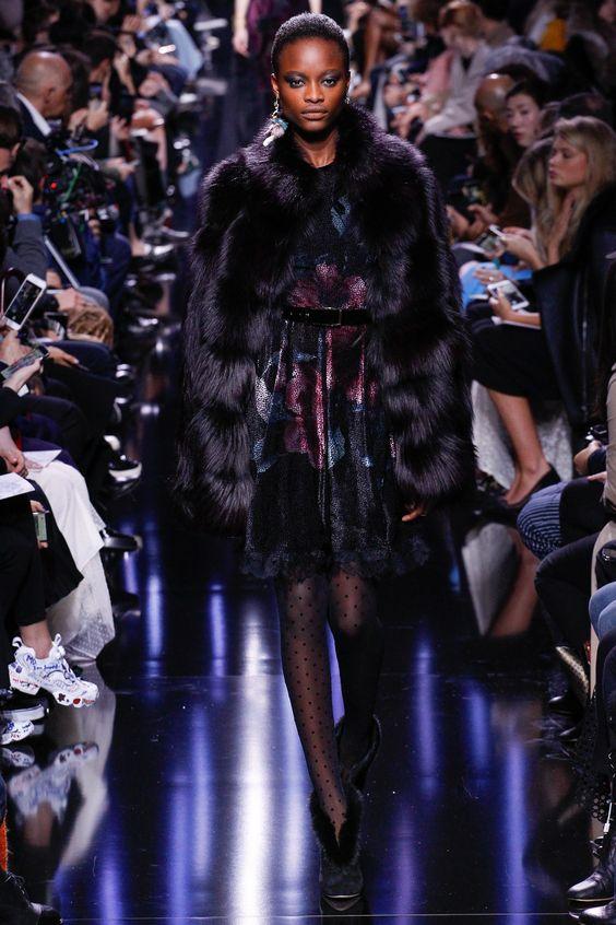 Resultado de imagem para moda inverno transparência 2017