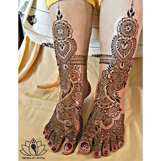 Channpreet's decked up feet! 😊 @channpreet  #preetsquared #preetsquared2015 #hennabydivya #bridal #hennapro #torontohennaartist #naturalhenna #hennastain  #indiandestinationwedding #indianwedding #torontowedding #hennaartist #hennadesigns #indianbrides #mehndi #mehndidesign #mehndiart #mehndiartist