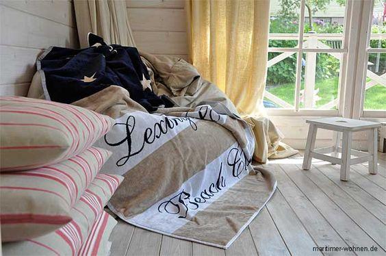 Lexington Handtuch - im Vordergrund selbst erstellte Kissenhüllen