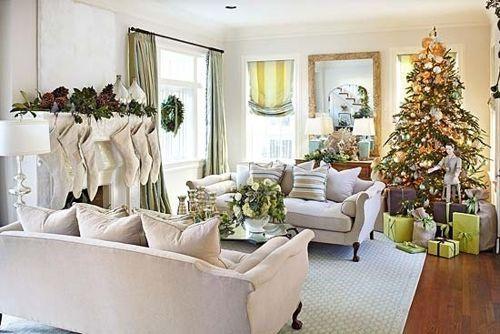 http://comodecorarinteriores.com/2015/10/como-decorar-salas-de-navidad/