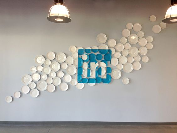 Linkedin's logo painted onto a variety of plates, then permanently installed onto the entrance wall of the Linkedin cafeteria. A collaboration with Rapt Studio.