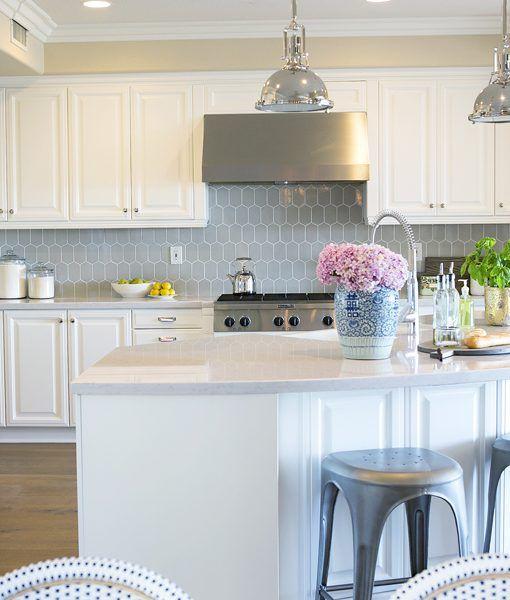 Classic Kitchen Splashback Using Walker Zanger 6th Avenue Cocoon In Colour I Kitchen Tile Inspiration Kitchen Backsplash Designs Concrete Countertops Kitchen