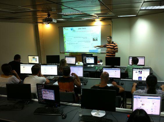 ניר חולי מרצה על פרסום ממומן בפייסבוק - מחזור 16 מכללת סומו