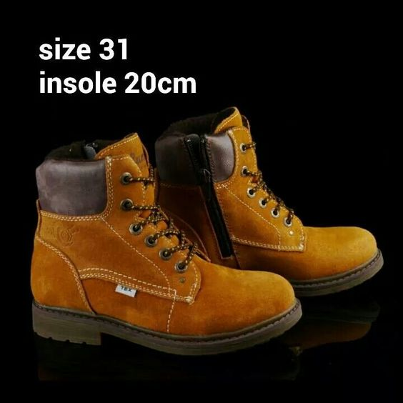 READY STOCK KIDS LEATHER BOOTS KODE : KEITH BROWN Size 31 PRICE : Rp.225.000,- AVAILABLE SIZE : - Size 31 (insole 20cm)  Material : Full Leather (Genuine Leather/Kulit Asli),Sol karet lentur. Ringan dan nyaman sesuai utk anak-anak.  Insole = panjang sol dalam. Ukurlah panjang telapak kaki anak, beri jarak minimal 1,5cm dari insole.  FOR ORDER : SMS/Whatsapp 087777111986 PIN BB 766A6420 LINE : mayorishop FB : Mayorishop  #pusatsepatubootsanak #readystock #sisaekspor #originaleuropebrand…