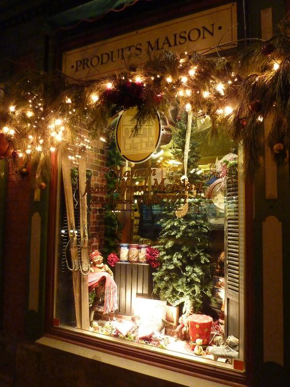 Quebec  Christmas Window Display And Shop Lights On Pinterest