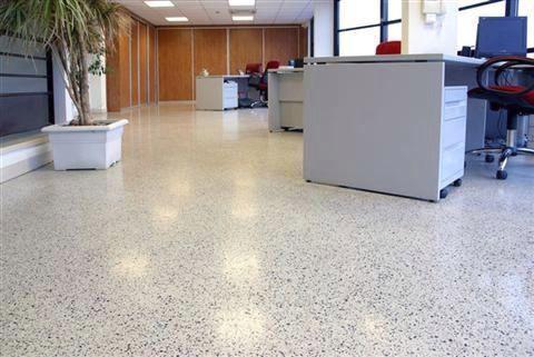 Beau Revetement Sol Exterieur Resine Gravier Prix Beau Exterieur Gravier Prix Resine In 2020 Flooring Trash Can Tile Floor