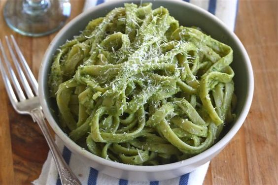 Avocado pasta..I'm definitely making this!! @Althea B how good with this be with homemade noodles???