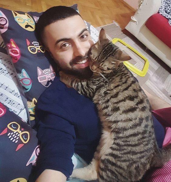 "44.8k Likes, 760 Comments - Sarper Duman (@sarperduman) on Instagram: ""Good night 🙋‍♂️🐈😊"""
