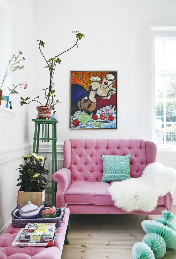 dream home | living room | pink sofa + mint accent pillow