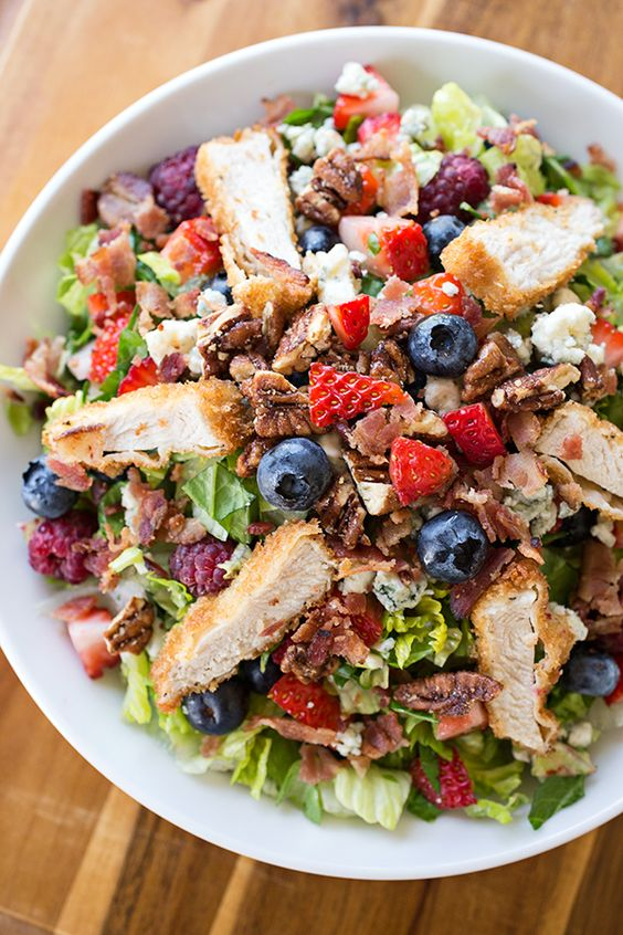 Summer Berry and Crispy Chicken Chopped Salad~Summer wouldn't be summer without a trip to your local famers market  to make this gorgeous and sweet fruits inspired salad! Easy,healthy and tastes good!