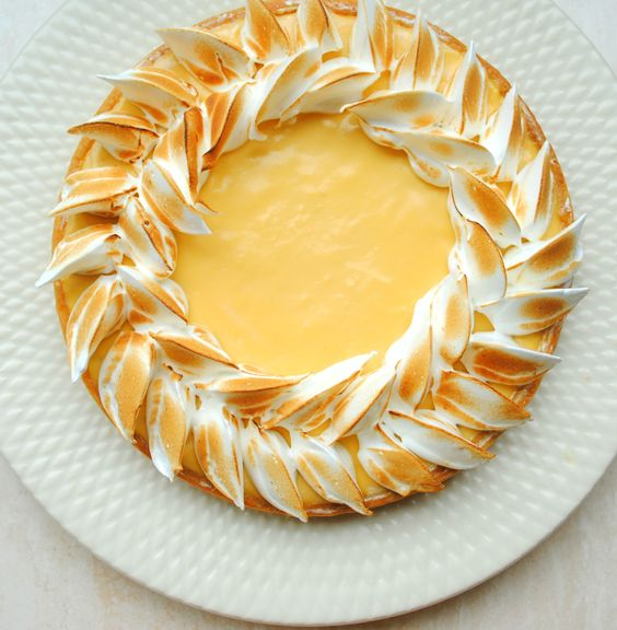 Passion-Fruit Meringue Tart - Great idea for meringue pipe design: