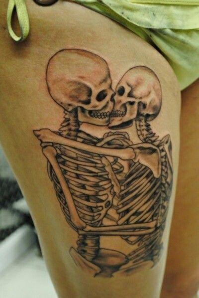 Kissing Skeltons