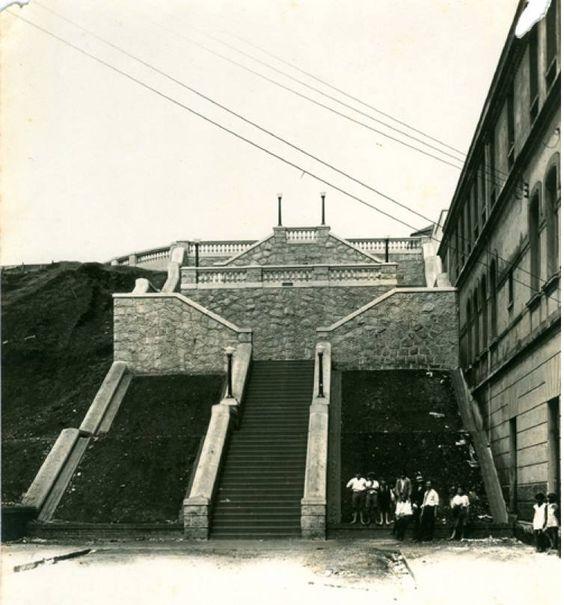 1930 - Morro dos Ingleses, escadaria entre a rua 13 de Maio e rua dos Ingleses (no alto).