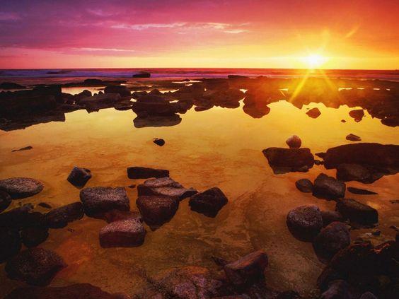 papel de parede Pedras na Areia do Mar