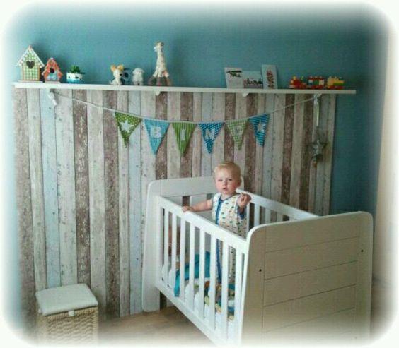Diy kids gaaf muurtje van steigerhout behang jongenskamers pinterest kind en doe het zelf - Gordijn voor baby kamer ...