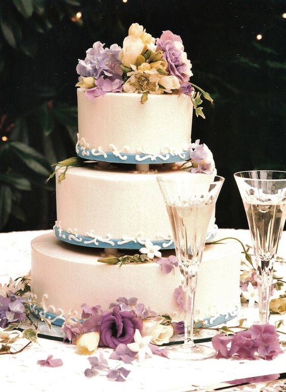 Blues, Lavenders, Crème...so romantic on this lovely cake by www.flowersandstuff.com