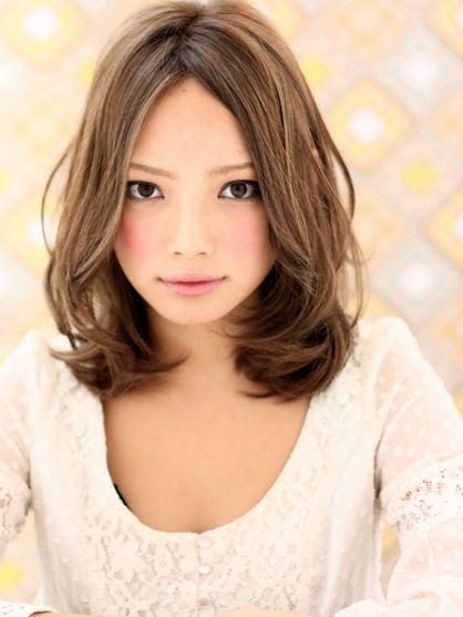 アフロートルヴア 簡単スタイリング小顔フェアリーミディアム | 新宿の美容室 AFLOAT RUVUAのヘアスタイル | Rasysa(らしさ)